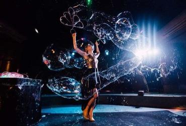 Фото шоу мыльных пузырей