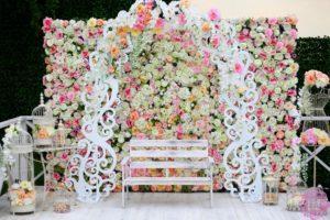 цветочная стена на свадьбу